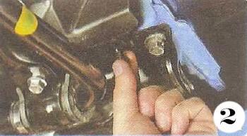 Как снять генератор с Chevrolet Spark М-200 операция 2