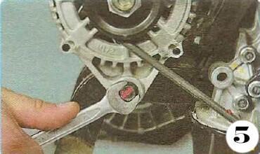 Как снять генератор с Chevrolet Spark М-200 операция 5