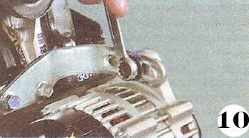 Как снять генератор с Chevrolet Spark М-200 операция 10