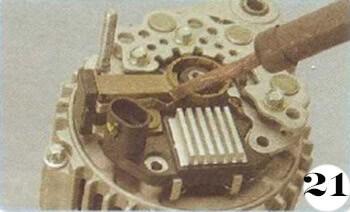 Как снять генератор с Chevrolet Spark М-200 операция 21