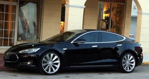 Гибрид Tesla S 2013 года
