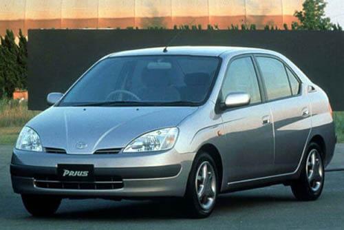 Toyota Prius - 1997 год выпуска - автомобиль с гибридным двгигателем