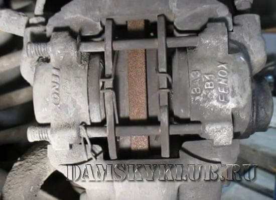 Тормозные колодки на ВАЗ классике перед заменой